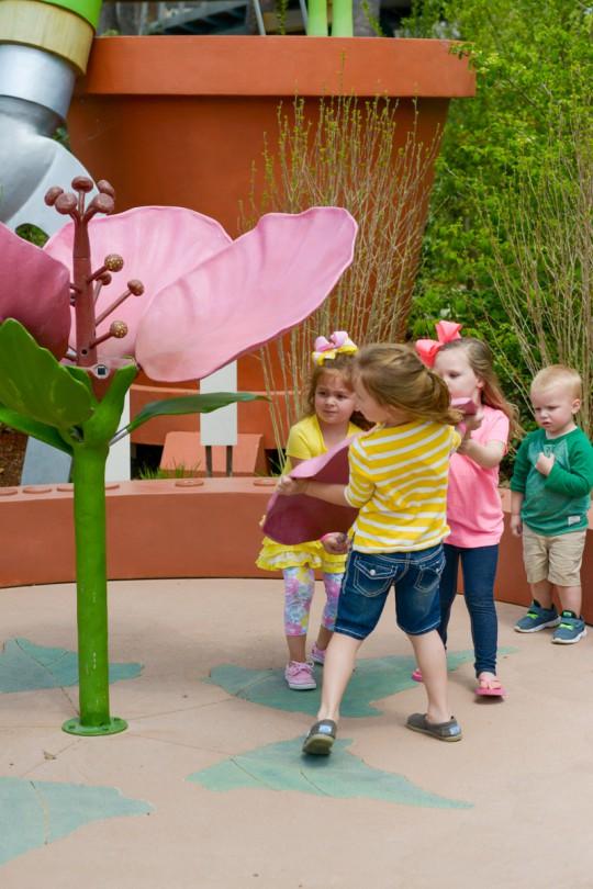 Building a flower, using teamwork!