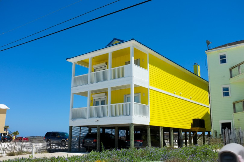 Cute Yellow House on the Beach!